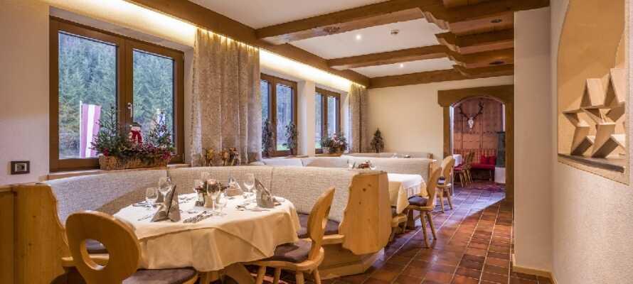 Spis middag i hotellets hyggelige og traditionelle Bierstube.