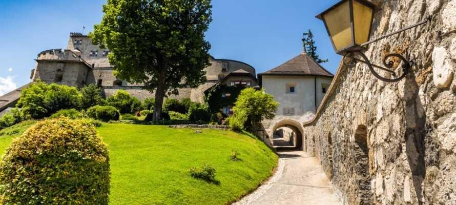 I kan besøge det smukke slot Burg Hohenwerfen og opleve den uforglemmelige udsigt over Salzach dalen.
