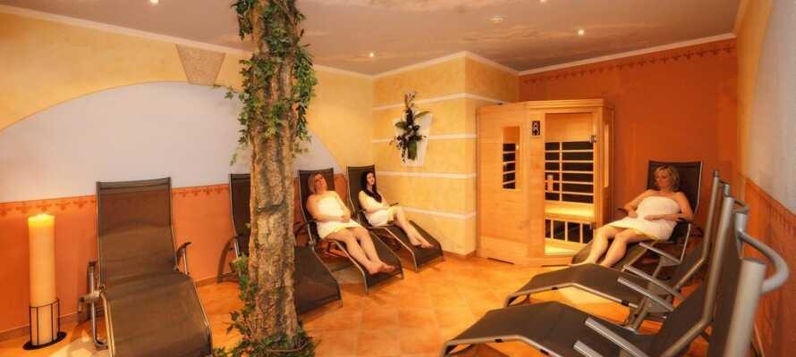 Forkæl Jer selv i hotellets wellnesssområde, hvor der er adgang til spa, sauna og mulighed for massage.