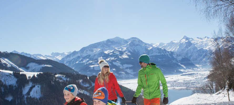 Få frisk luft i lungerne mens I slår jer løs i sneen sammen.