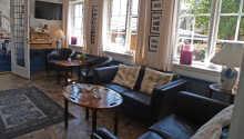 Det hyggelige lounge- og receptionsområde