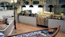 Restauranten serverer en dejlig morgenbuffet.
