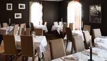 Restauranten byder på et varieret menukort og god mad.
