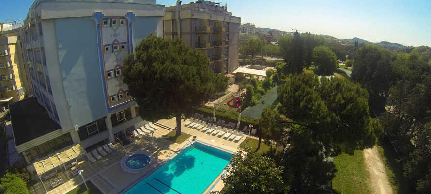 Hotel Tiffany's har egen pool, hvor I kan blive kølet af.