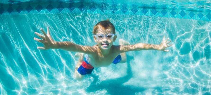 Hotellets store pool og deres børneklub gør hotellet egnet til børnefamilier.