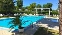 Hotellet har både swimmingpool og privat strand