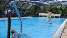 Hotellet har en indendørs swimmingpool