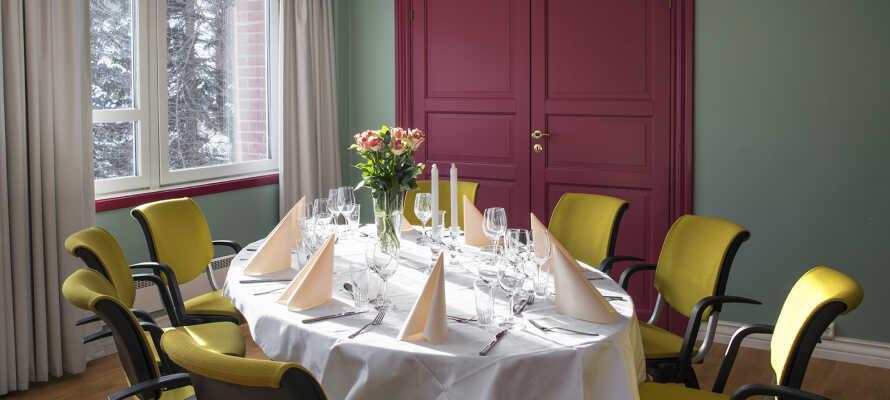 Få et godt aftensmåltid med familien i hotellets restaurant.