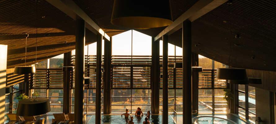 Finn roen i hotellets spa-avdeling med både innendørs-og utendørsbad samt spabehandlinger.