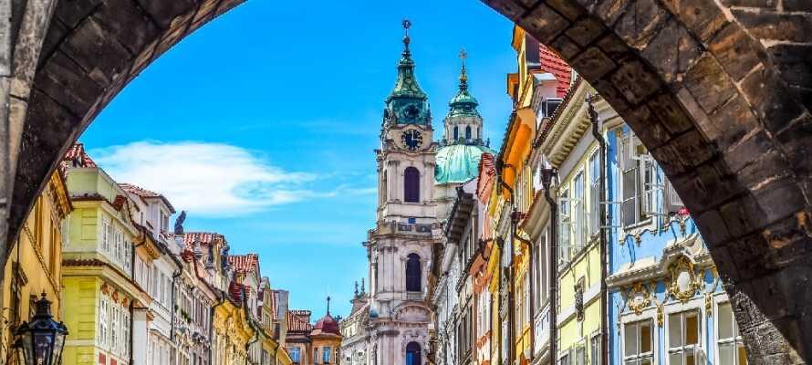 Hotellet ligger kun 15 minutters kørsel fra Prag, som er en dejlig storby fyldt med historie og spændende seværdigheder.