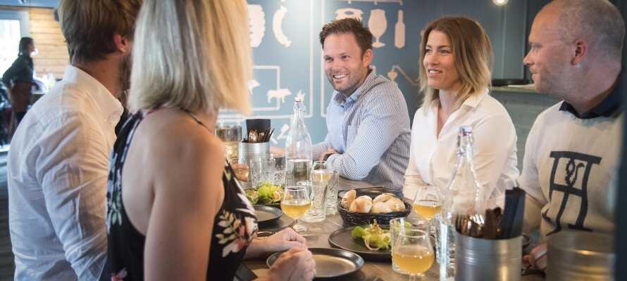 Restaurant og bryggeri-pubben serverer aftensmad med gode lokale råvarer.