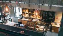 Bageriet Kort & Godt sælger friskbagt brød og friskbrygget kaffe samt delikatesser og øl fra Trysil Bryggeriet.