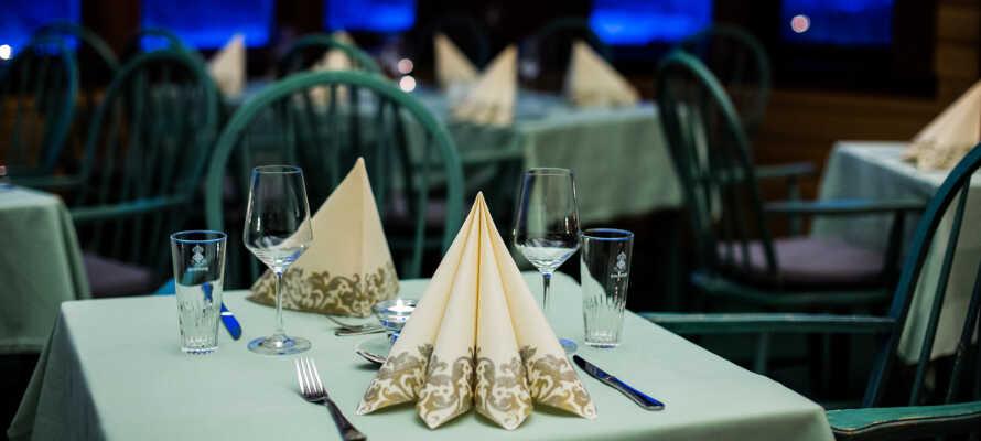I den nydelige restaurant serveres sunde og traditionelle retter med lokale specialiteter.