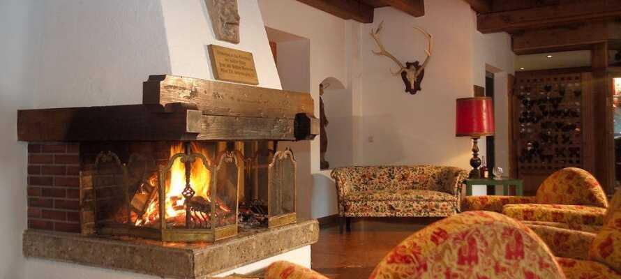 Slap af foran pejsen og nyd en varm kop kaffe eller en drink efter en lang dag i sneen