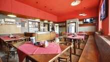 Efter en lang dag med oplevelser i Prag, kan I nyde autentiske tjekkiske delikatesser og øl i hotellets restaurant.