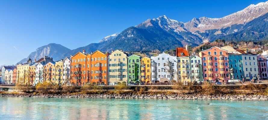 """Tag på spændende udflugter og besøg f.eks. den smukke by Innsbruck også kendt som """"alpernes hovedstad""""."""