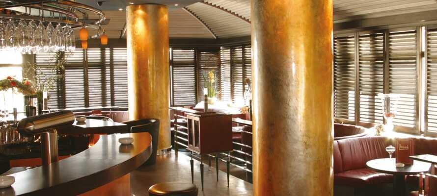 Spis middag i hotellets restaurant og slut dagen af med en drink i baren