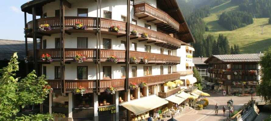 Hotellet ligger i naturskønne omgivelser, som indbyder til aktiviteter og rekreation i det fri