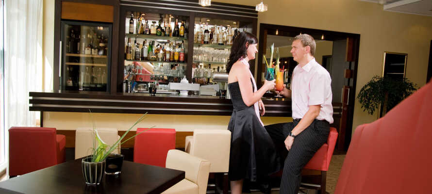 Hotellets hyggelige og stemningsfulde bar, er det perfekte sted at runde dagen af med en drink.