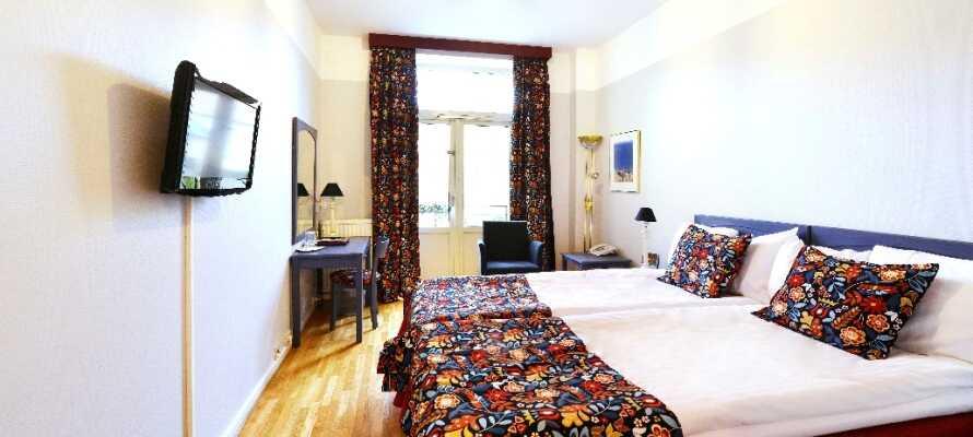 På hotell Svea sover du gott efter att ha inandats havsluften! Rummen är bekväma och hundar är tillåtna på vissa.