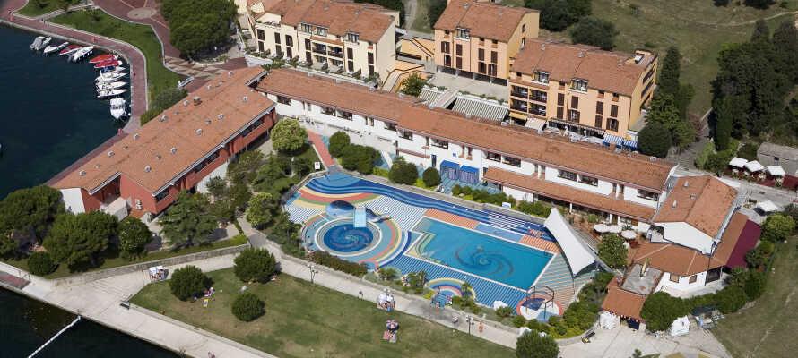 Det 3-stjernede Hotel Vile Park ligger lige ved stranden og har også en fantastisk swimmingpool.
