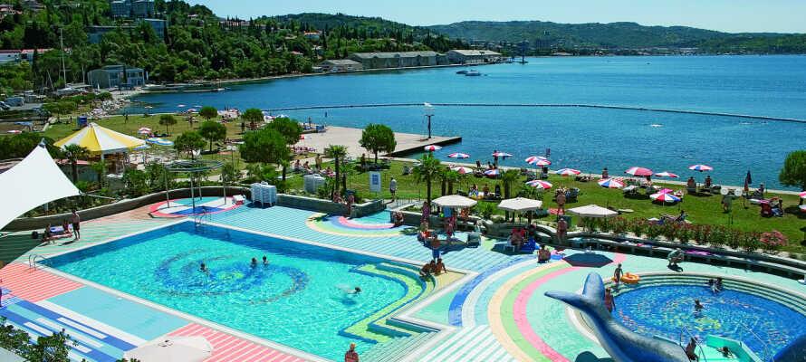 Alle som kan lide at bade vil elske hotellets udendørs swimmingpool!
