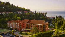Hotel Salinera har fire stjerner og ligger skønt placeret, tæt på havet og skoven.