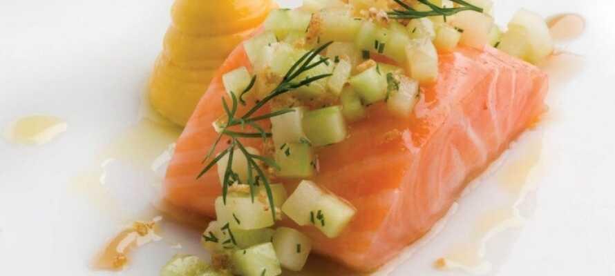 Hotellet har et flott kjøkken som tilbyr et utvalg av ulike lunsj- og middagsretter.