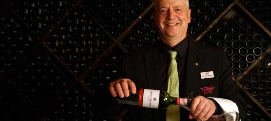 Besøk hotellets egen stemningsfulle vinbar som har et stort utvalg av rød- og hvitvin.