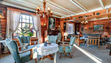 Etter en aktiv dag i den vakre naturen kan dere slappe av i hyggelige omgivelser på hotellet.