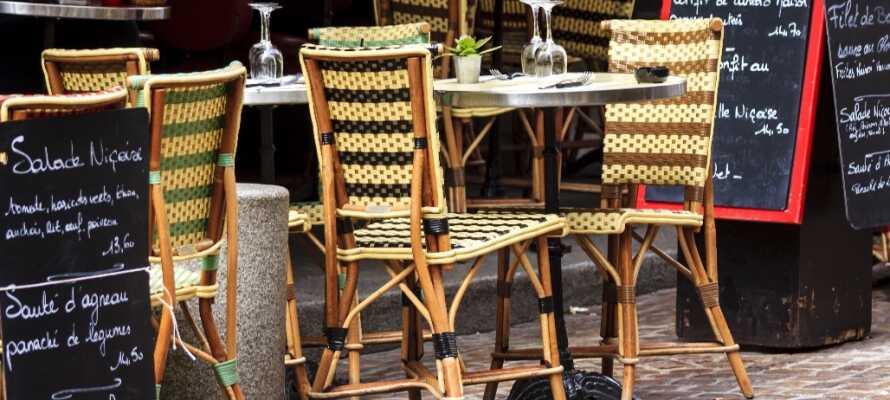 Der findes ikke noget mere fransk end en kaffe og en croissant på en af Paris' mange caféer.