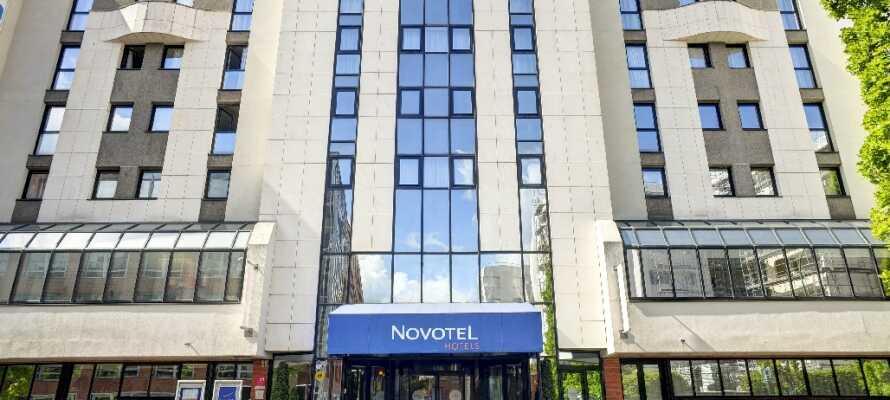 Fra Novotel Paris er der kun 100 m til offt. transport, der tager jer direkte ind til centrum.