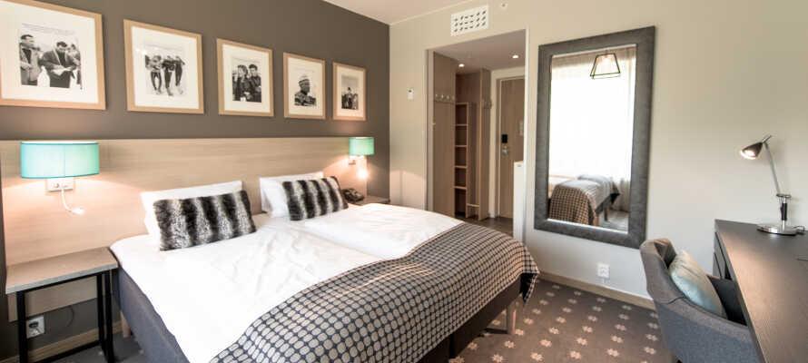 Hotellets moderne værelser er indrettet i flotte farver, og tilbyder elegante rammer med udsigt, enten over skiresortet eller dalen nedenfor.
