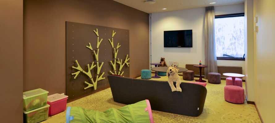 Børnene kan hygge sig i hotellets legerum, hvor der både er noget for de små og de større børn.