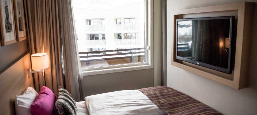 Værelserne er moderne indrettet og har alle eget TV og WiFi.