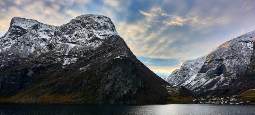 Om vinteren kan I også bare tage på trekkingture og nyde den smukke men barske natur omkring Naeroy Fjord.