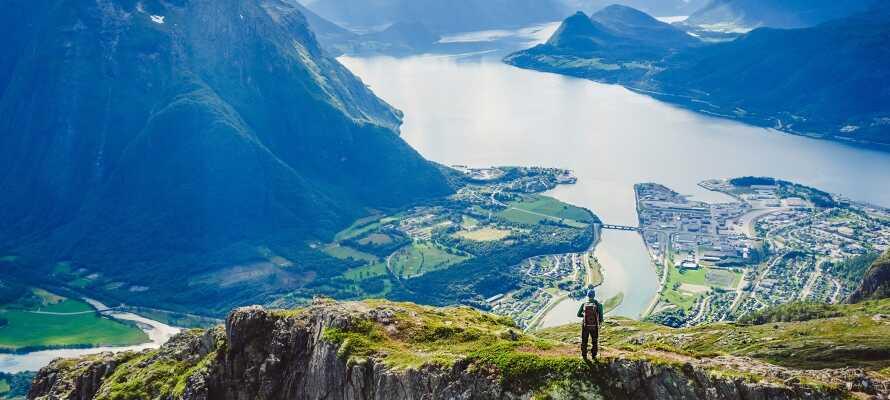 Om vinteren trekker skientusiastene til Geilo, i sommerhalvåret kan dere gå turer eller sykle i fjellene.