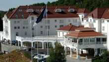Smukt placeret på toppen af Hallingdal, i Geilo, ligger det imponerende Dr. Holms hotel.