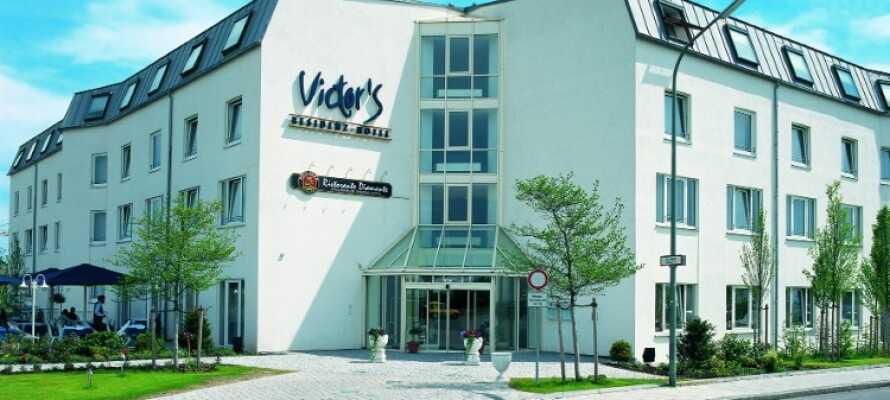 På hotellets solterrasse kan I nyde en bayersk specialitet og en god øl, hvis vejret tillader det.