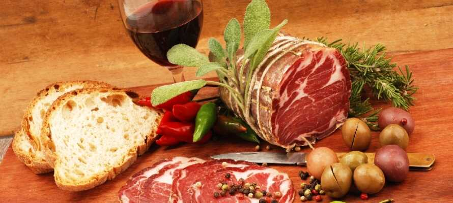Toscana er en hel Verden for sig selv – ikke mindst når det kommer til det regionale køkken og vinen.