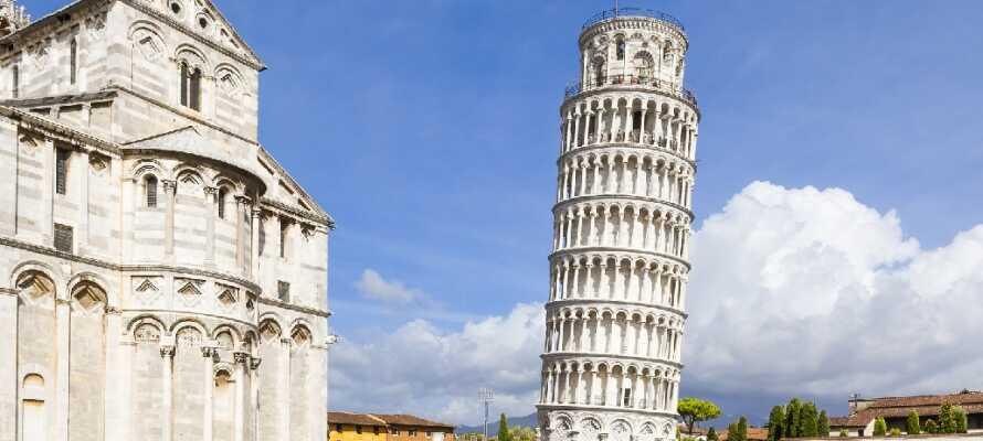 Tag på fantastiske udflugter og besøg f.eks. regionshovedstaden Firenze, eller oplev Det Skæve Tårn i Pisa!