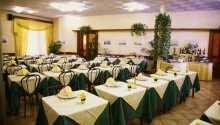 Hotellets restaurant byder på traditionelle retter fra det toscanske køkken