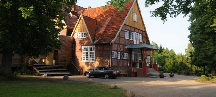 Dette 4-stjernede hotel ligger omkring 50 km øst for Hamburg, omgivet af enge, skove og smukke søer.
