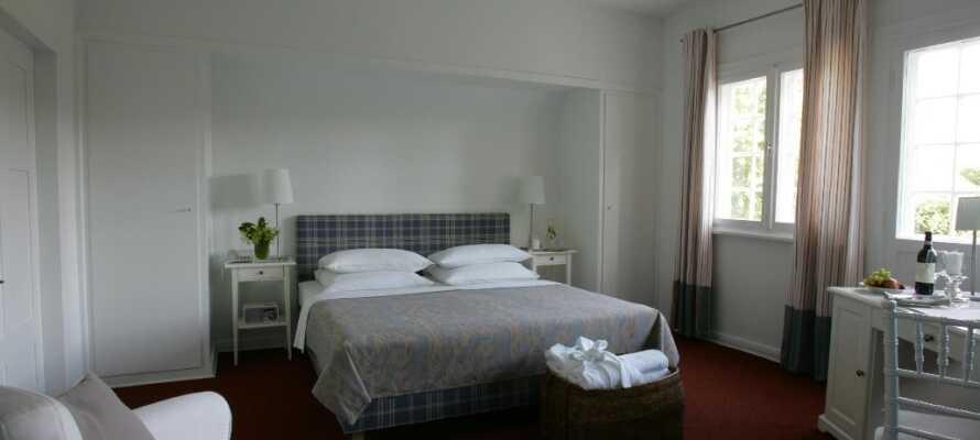 Nyd et 4-stjernet komfortniveau på et af hotellets flotte og lyse værelser