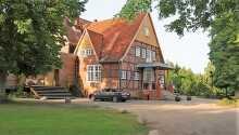 Hotel Waldhof auf Herrenland har en naturskøn beliggenhed i den lille by, Mölln, i Slesvig-Holsten