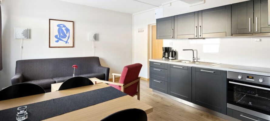 Her bor I i lyse og rummelige lejligheder med hjemlig hygge, gode faciliteter og plads til op til 8 personer.