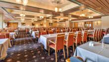 Der serveres måltider både morgen, middag og aften i Straand Hotels restaurant