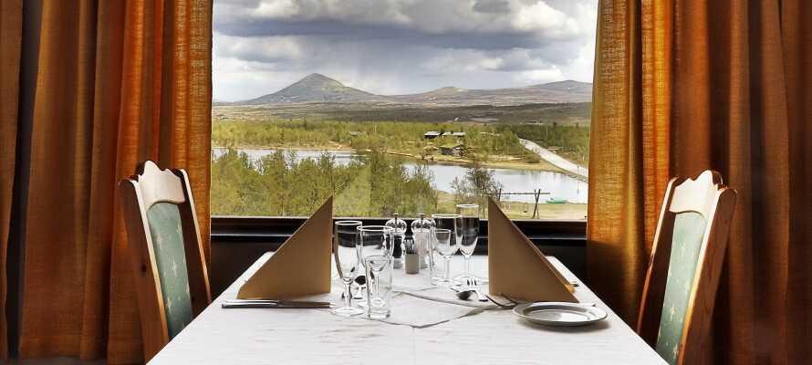 Spis middag på hotellet og nyd den smukke udsigt til det omkringliggende landskab.