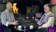 Nyd en kop kaffe og få en sludder med familien som ejer og driver det hyggelige Lia Fjellhotell.
