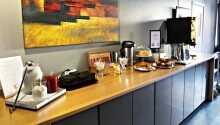 Hotellets reception og morgenmadsrestaurant